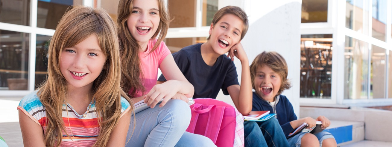 Group of smiling preteens